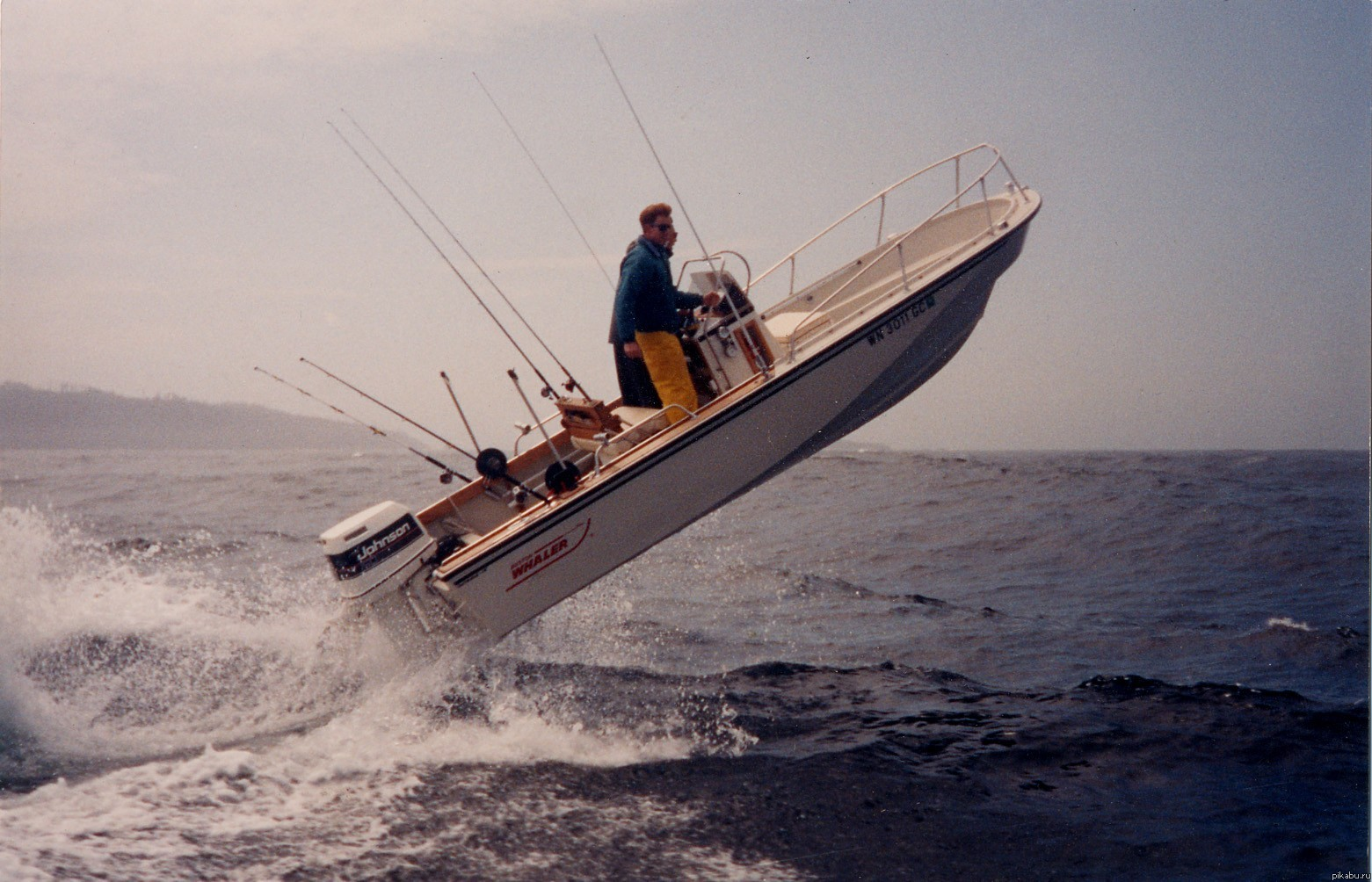 на лодках на крутых лодках