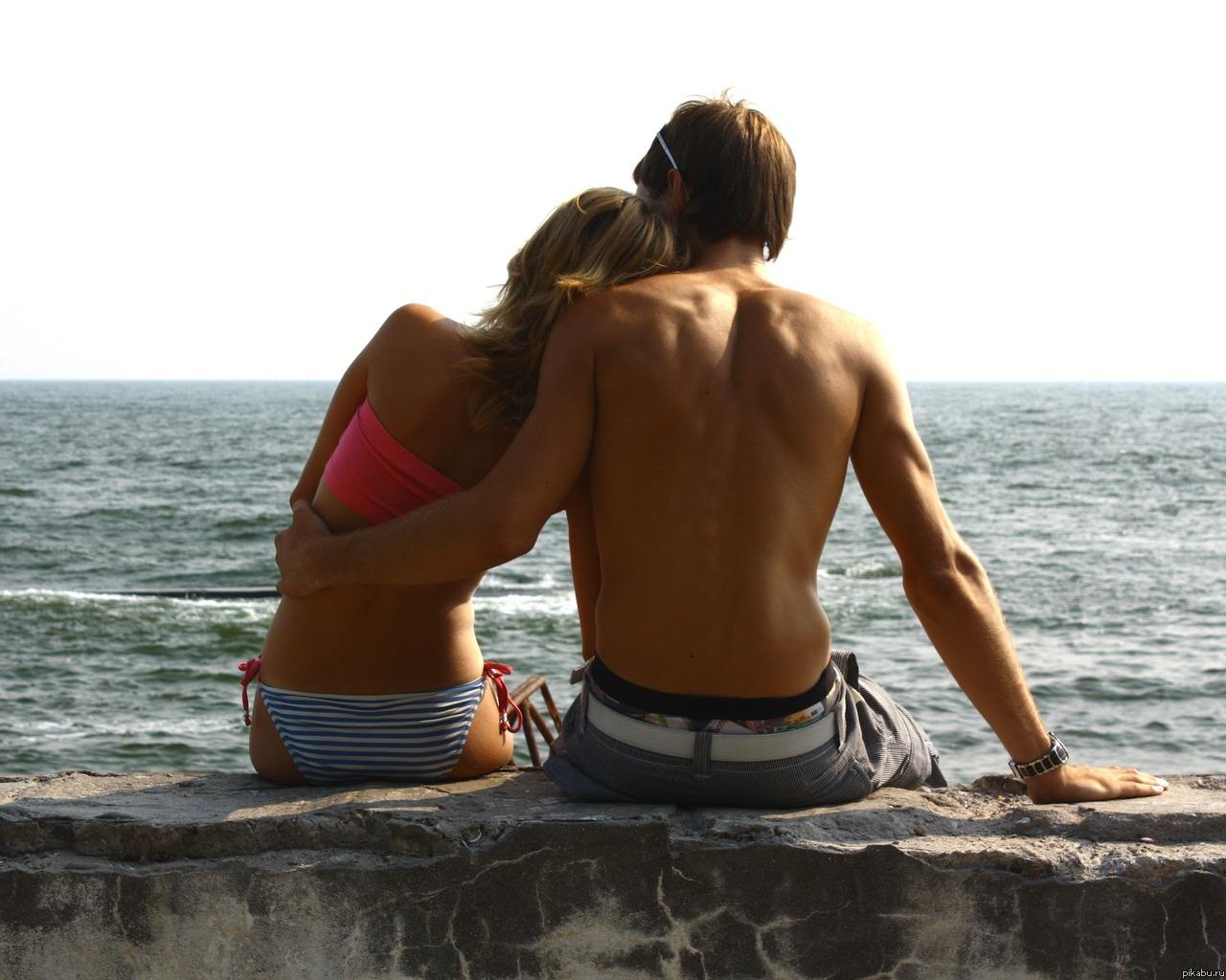 Фото блондинок на пляже с мужчиной