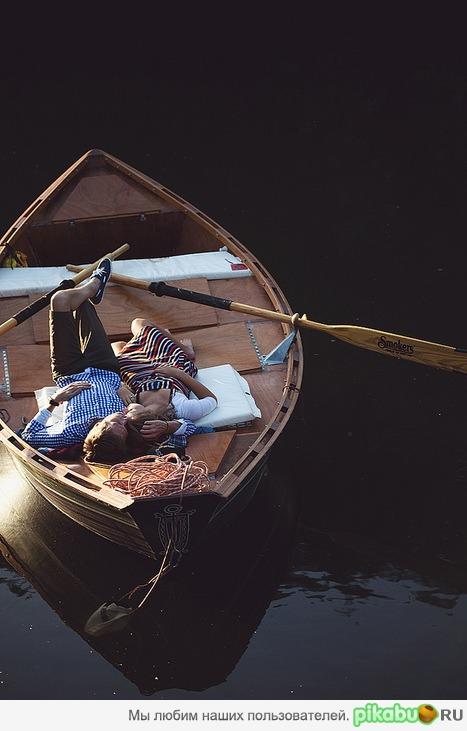 ты красивая в лодке с тобой
