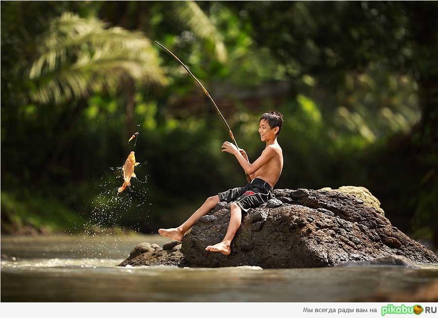 человек который ловит рыбу