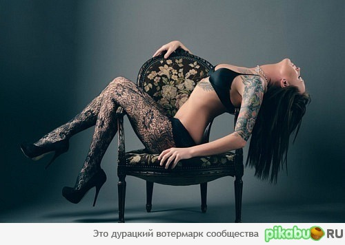 4Эротика сидит на стуле фото