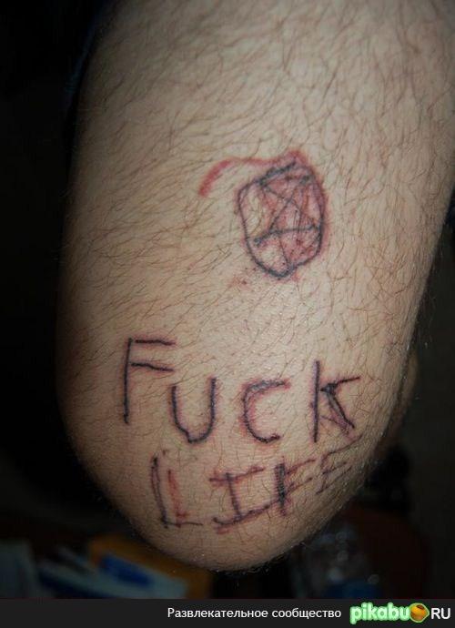 Набивает татуировку сам себе как набить тату на руке