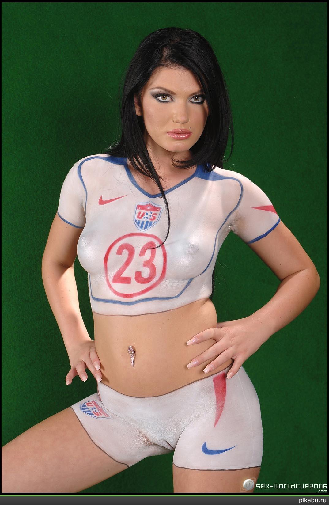 Футболистка сняла футболку обменялась 18 фотография