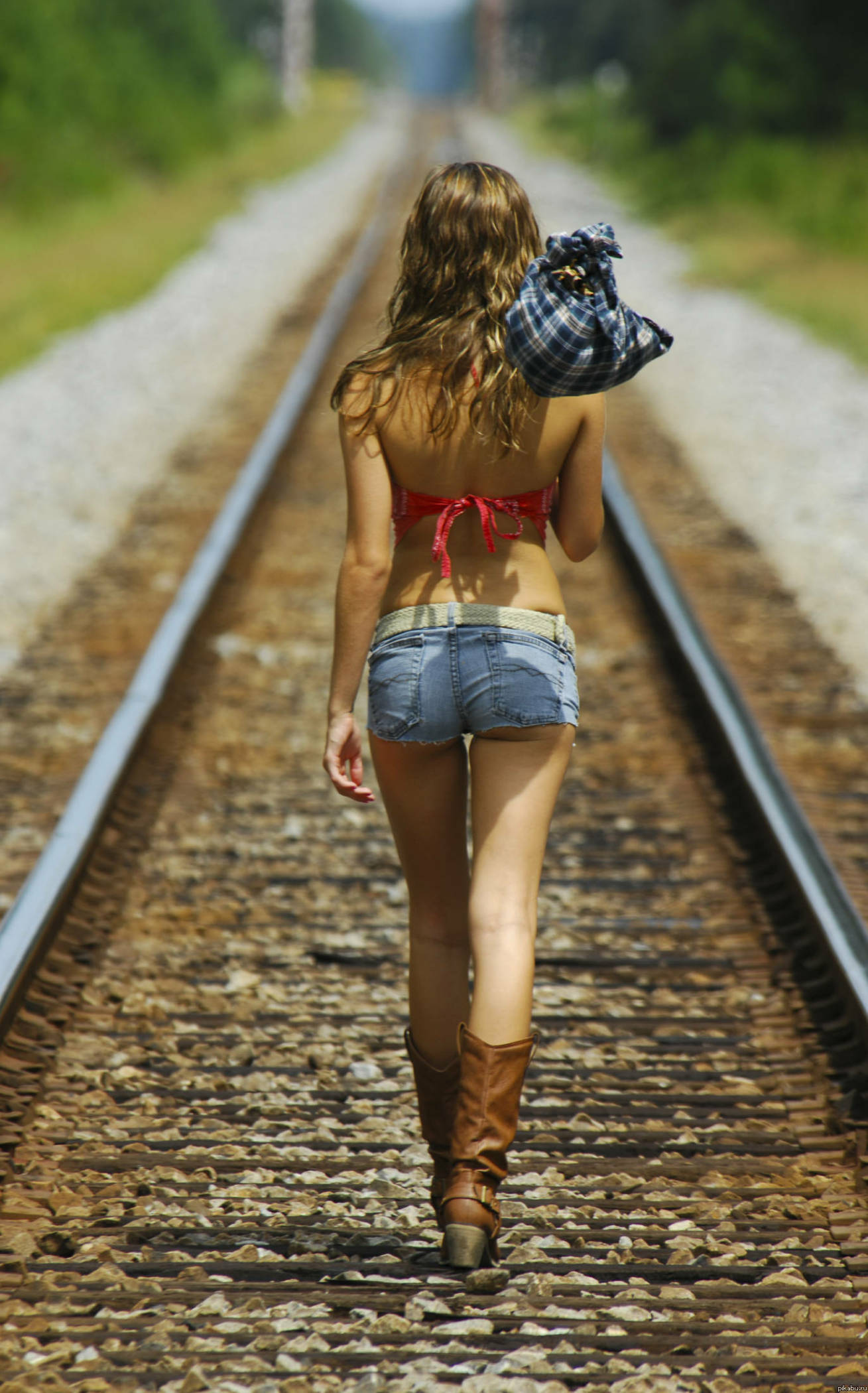 Фото пухленькие девушки в джинсе 7 фотография