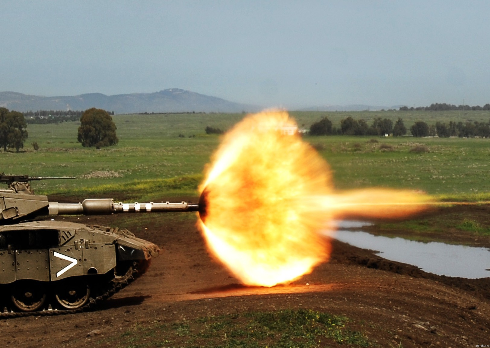 Что будет если попасть пулей в дуло танка