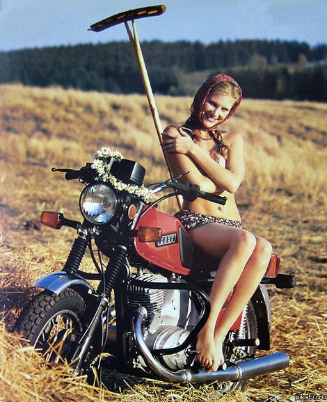 golaya-na-mototsikle-foto