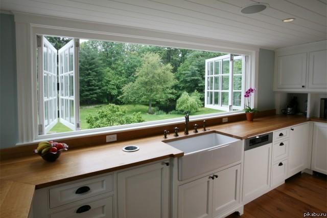 дизайн фото кухни в доме с окном фото