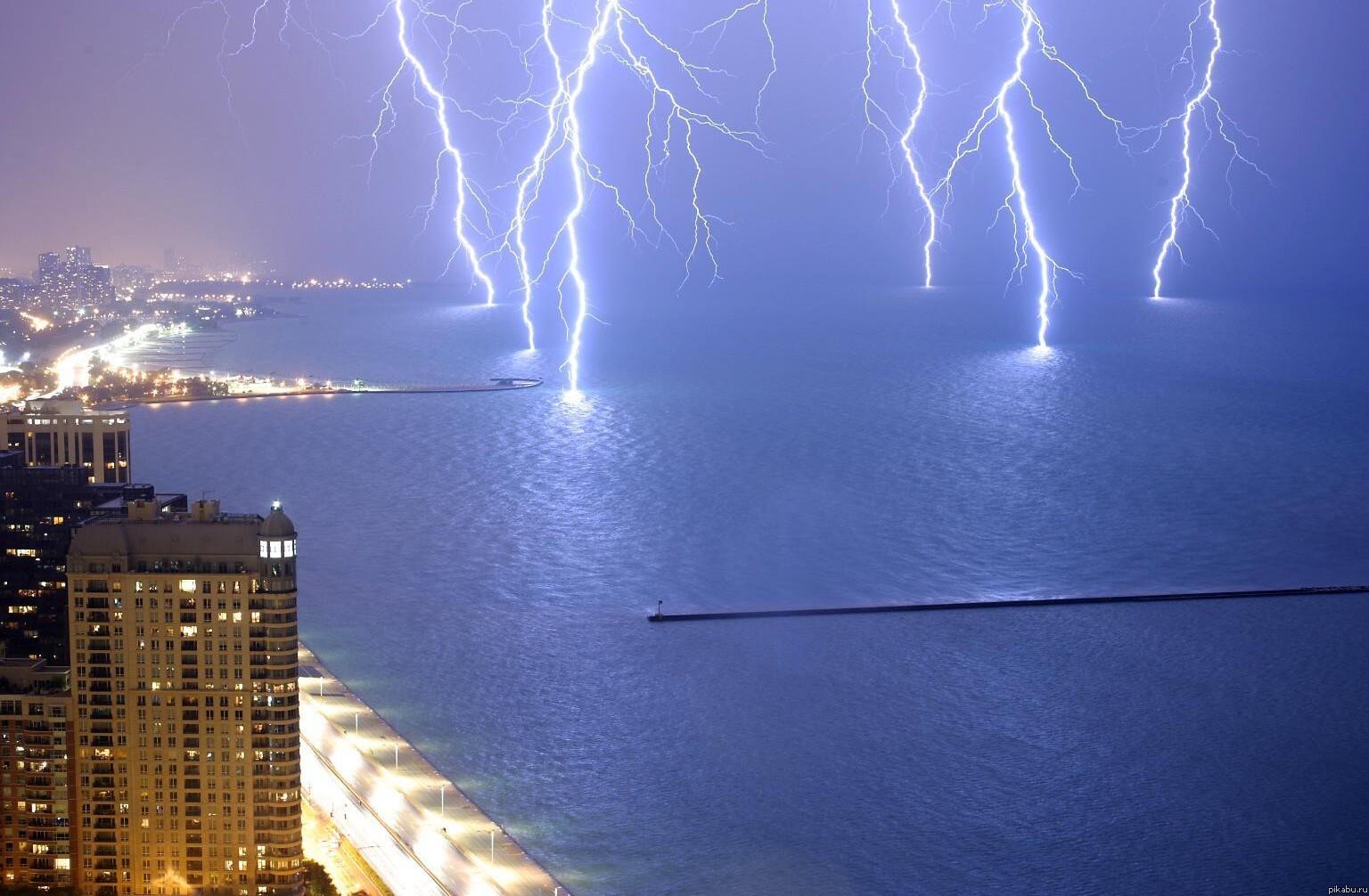 фото гроза молния над морем