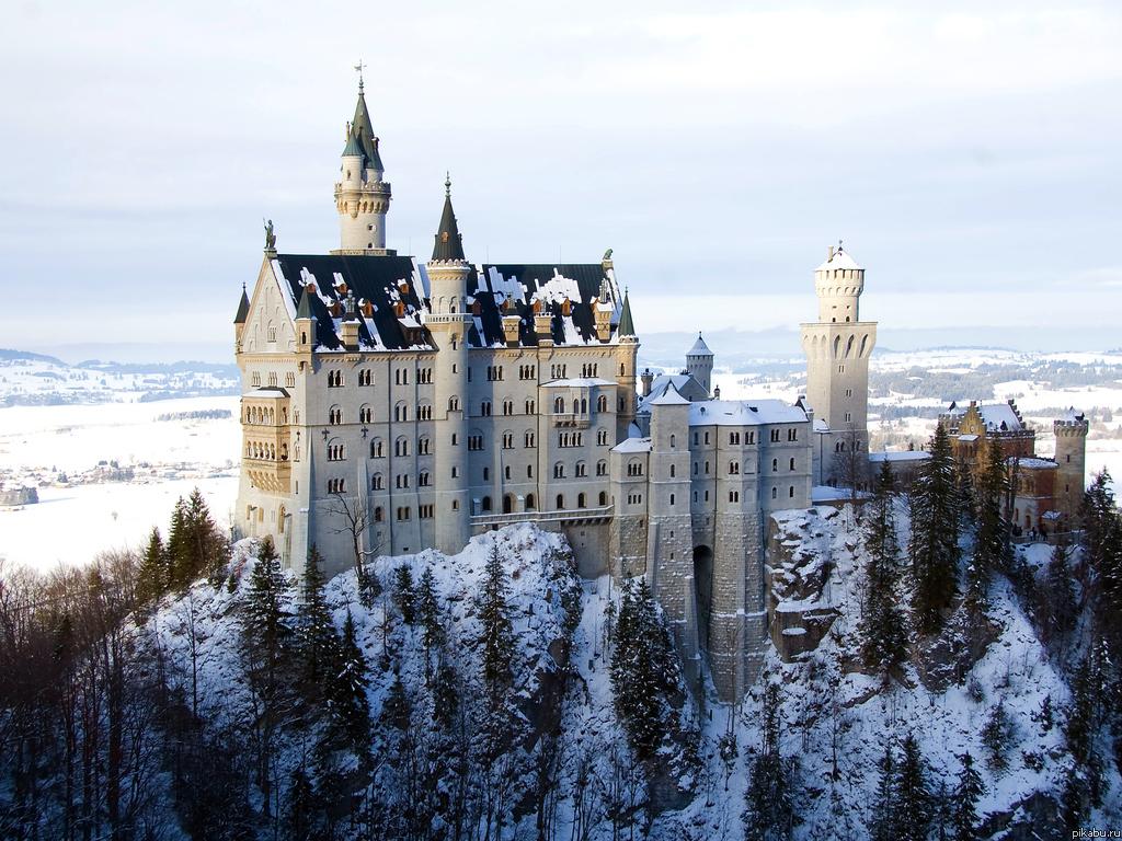 Просто красивый зимний замок.
