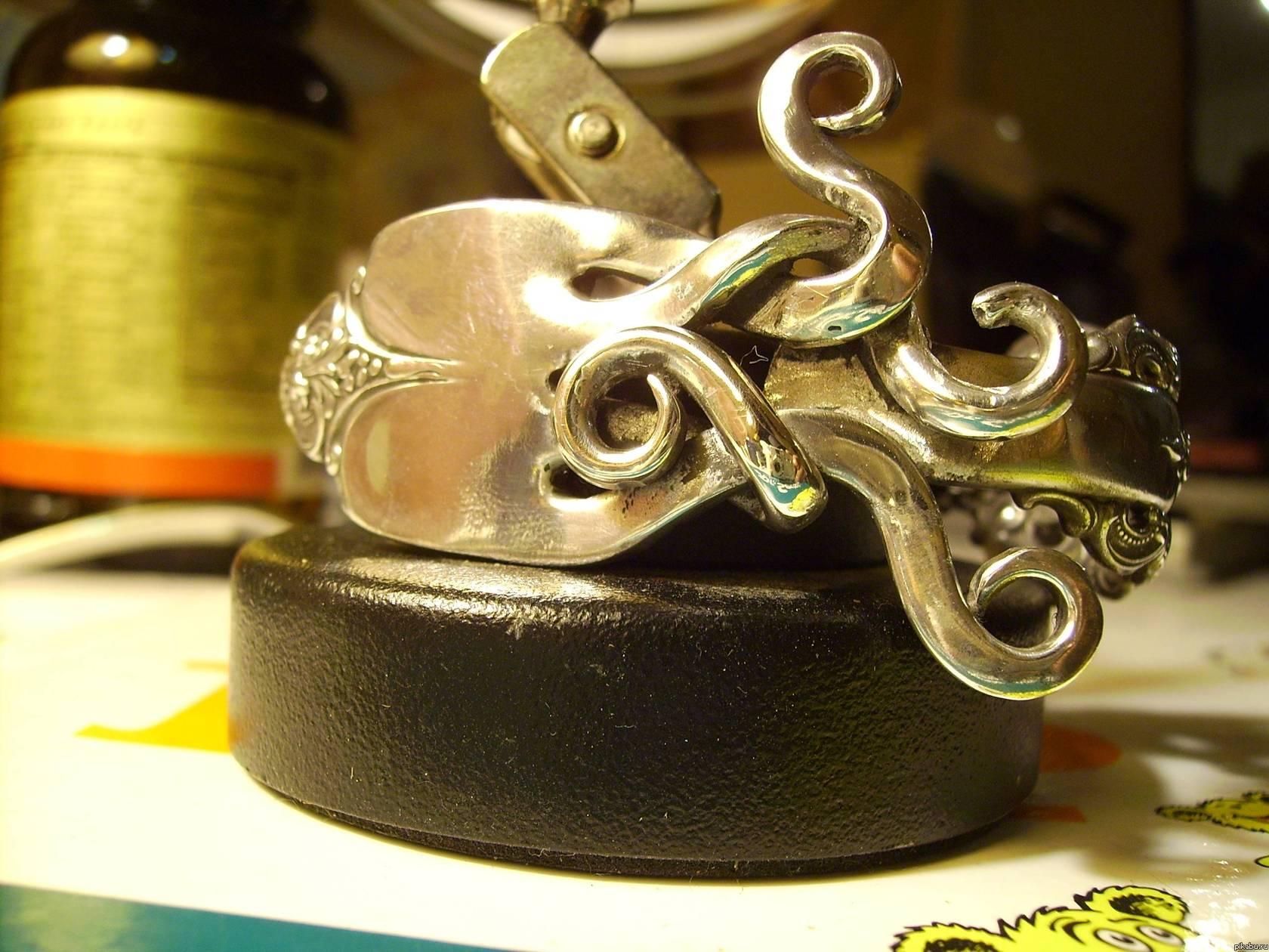 Необычные украшения из серебряных вилок (фото) 10.