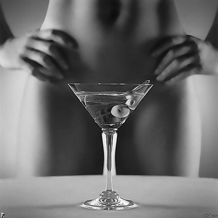 49 Девушка мастурбирует шампанским бутылкой