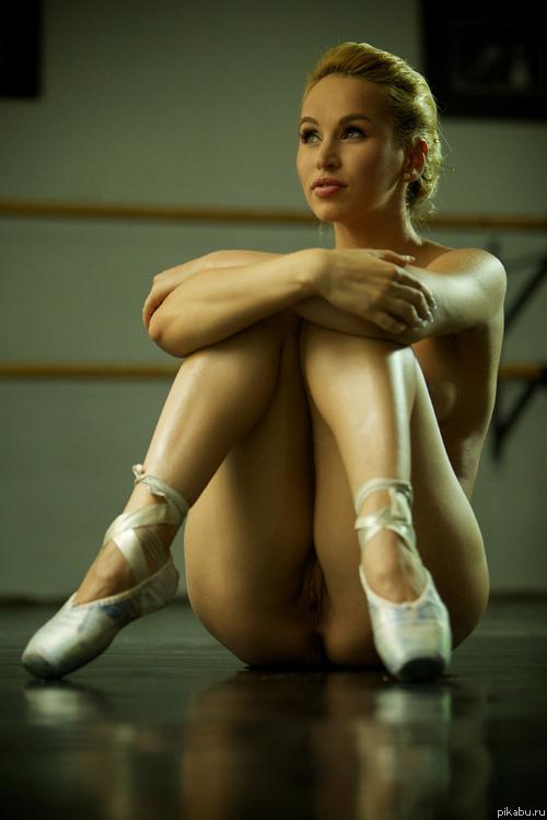 Тренировка голой балерины 11 фотография