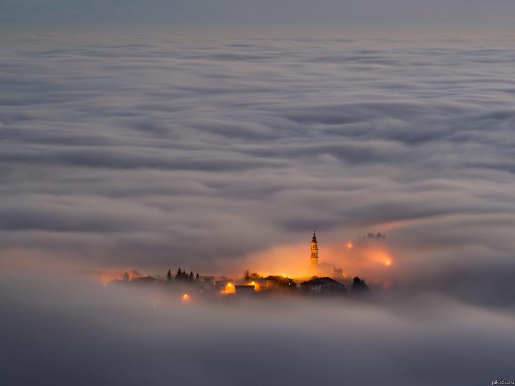Известные города мира в тумане.