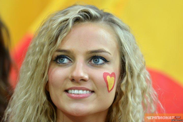 Красивая испанская девушка фото
