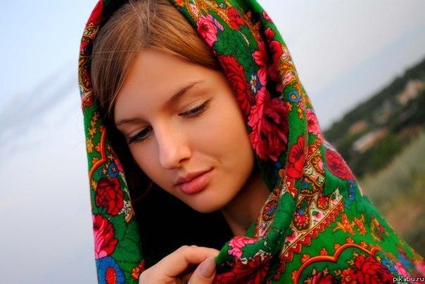 картинки с девушек с платком