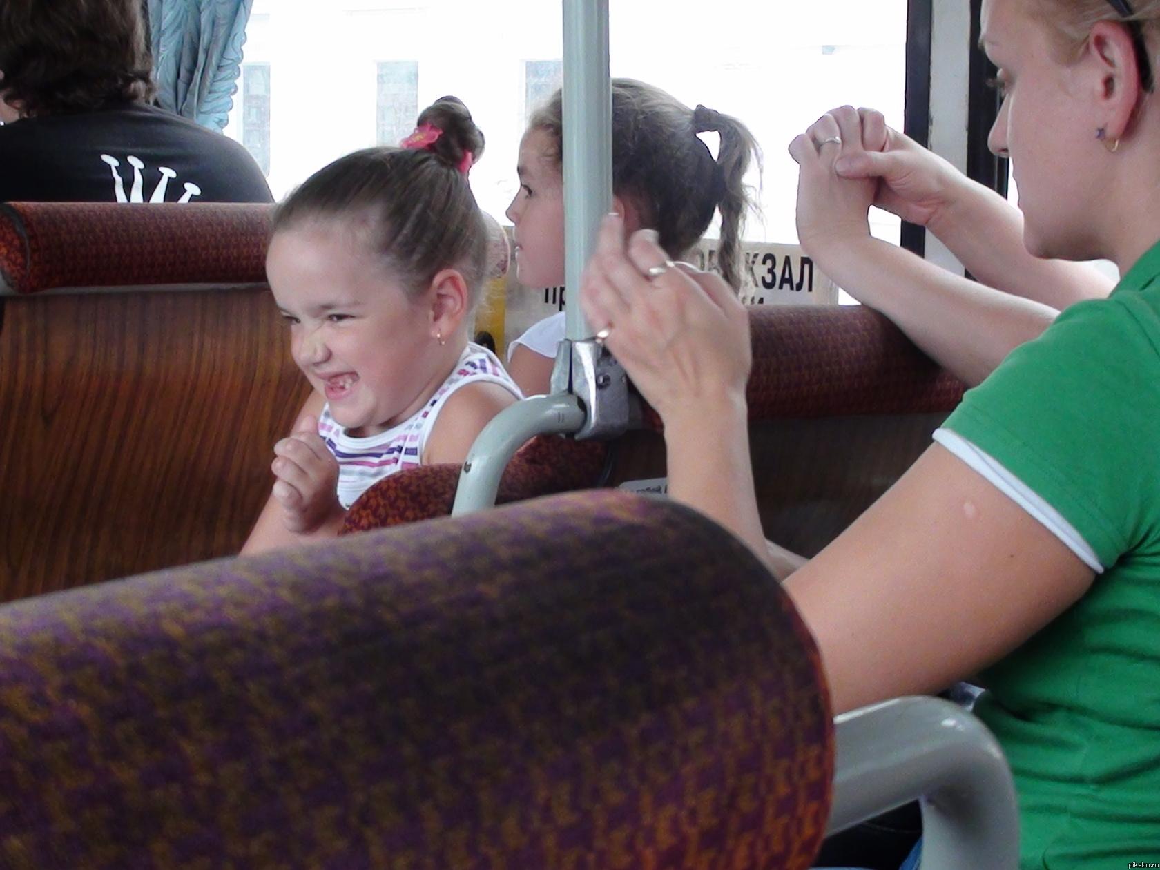 Смотреть ощупывание девушек в автобусе 15 фотография