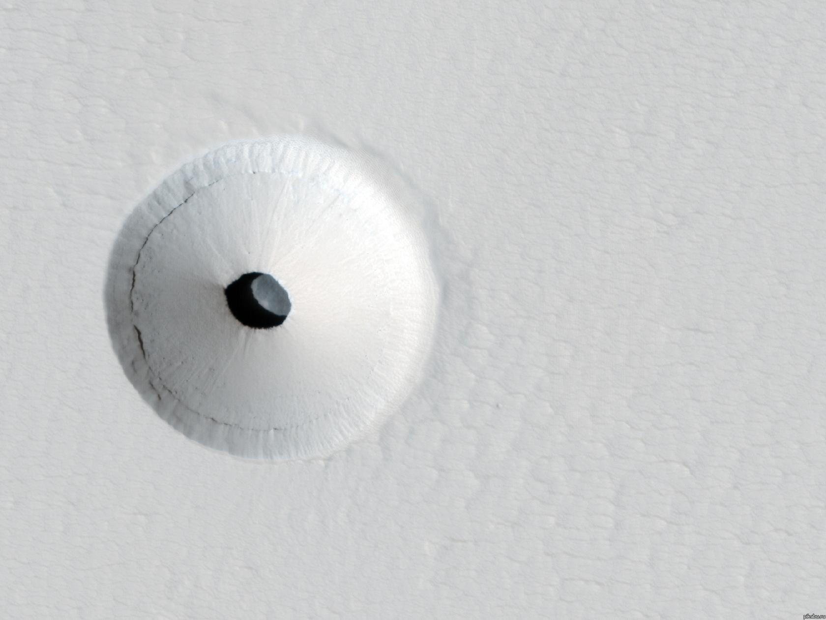 Дыра на Марсе стала виднее (3 фото)
