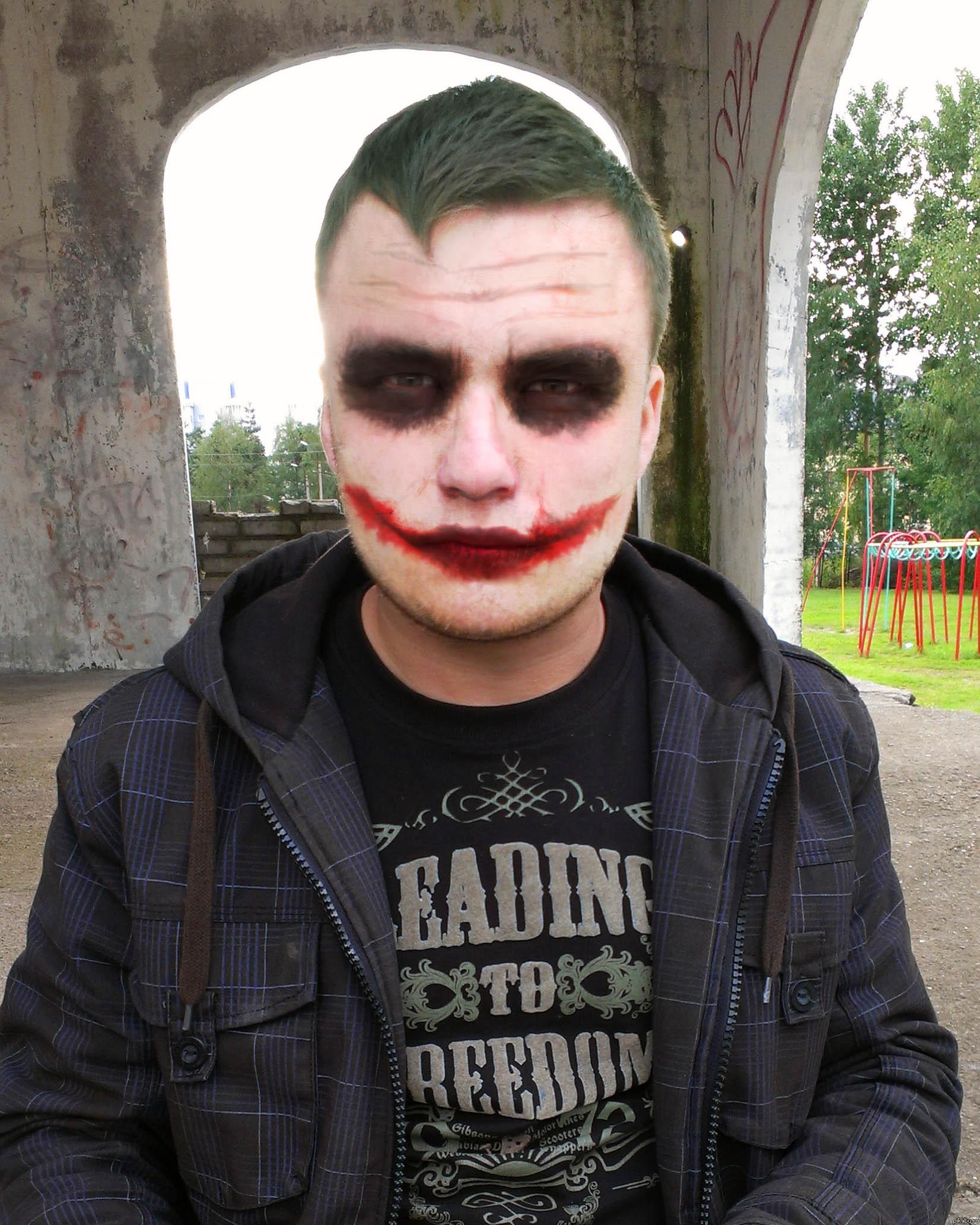 Друг попросил сделать ему грим Джокера в фотошопе.