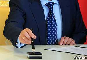 """Путин подписал закон """"О клевете"""" Глава государства подписал закон, который устанавливает ответственность за клевету. Возможное наказание - штраф до 2 млн или до 320 часов исправительных работ"""
