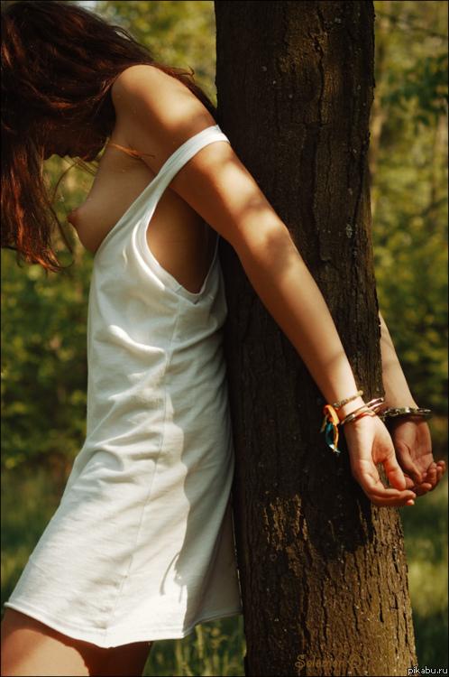 фото в лесу привязанная девушка