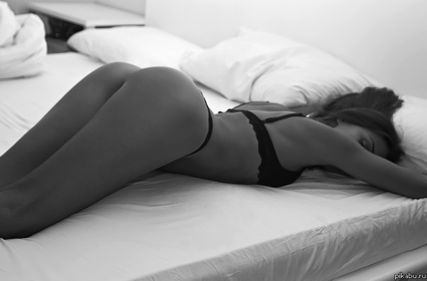 Фото любительское ануса женского лежа на боку приподняв ногу163