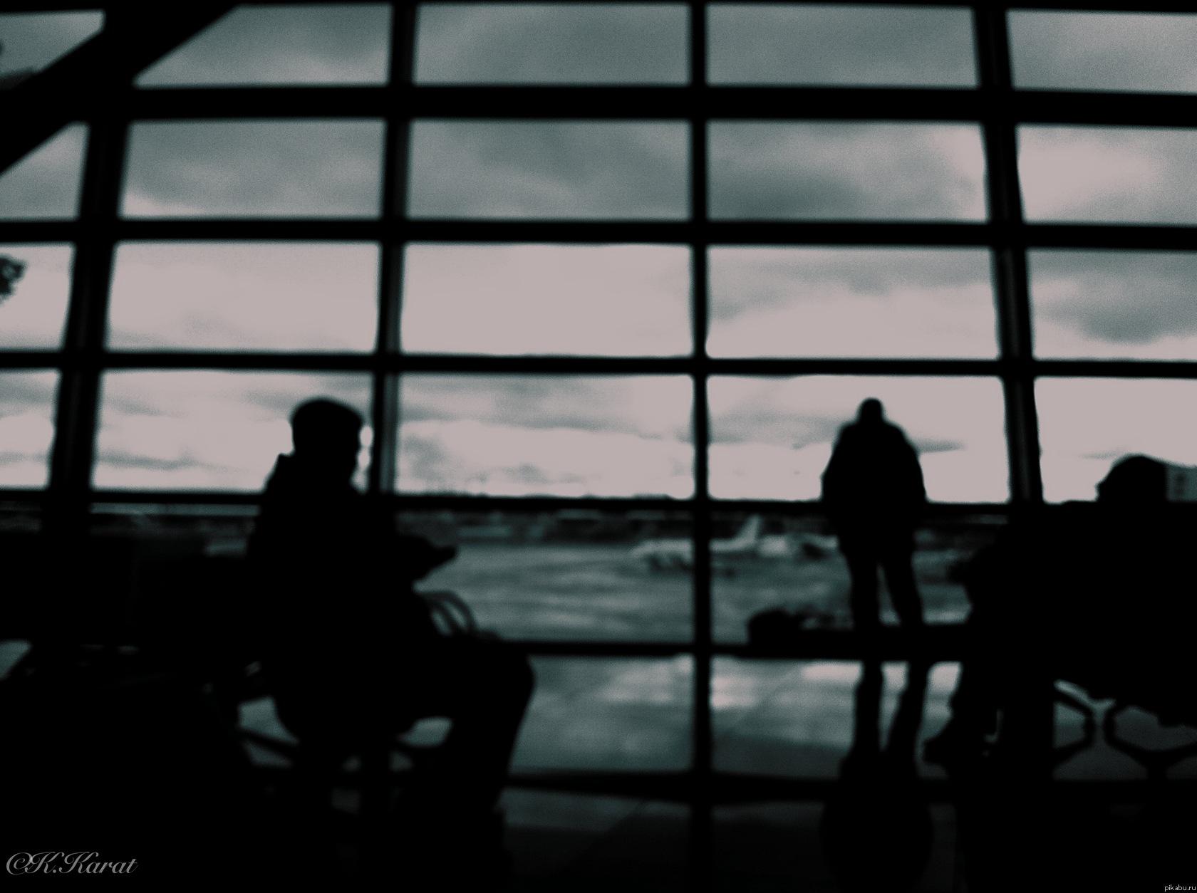 Аэропорт. Зал ожидания.