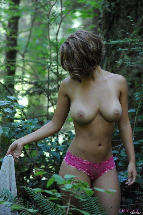 фото девушки летом голые